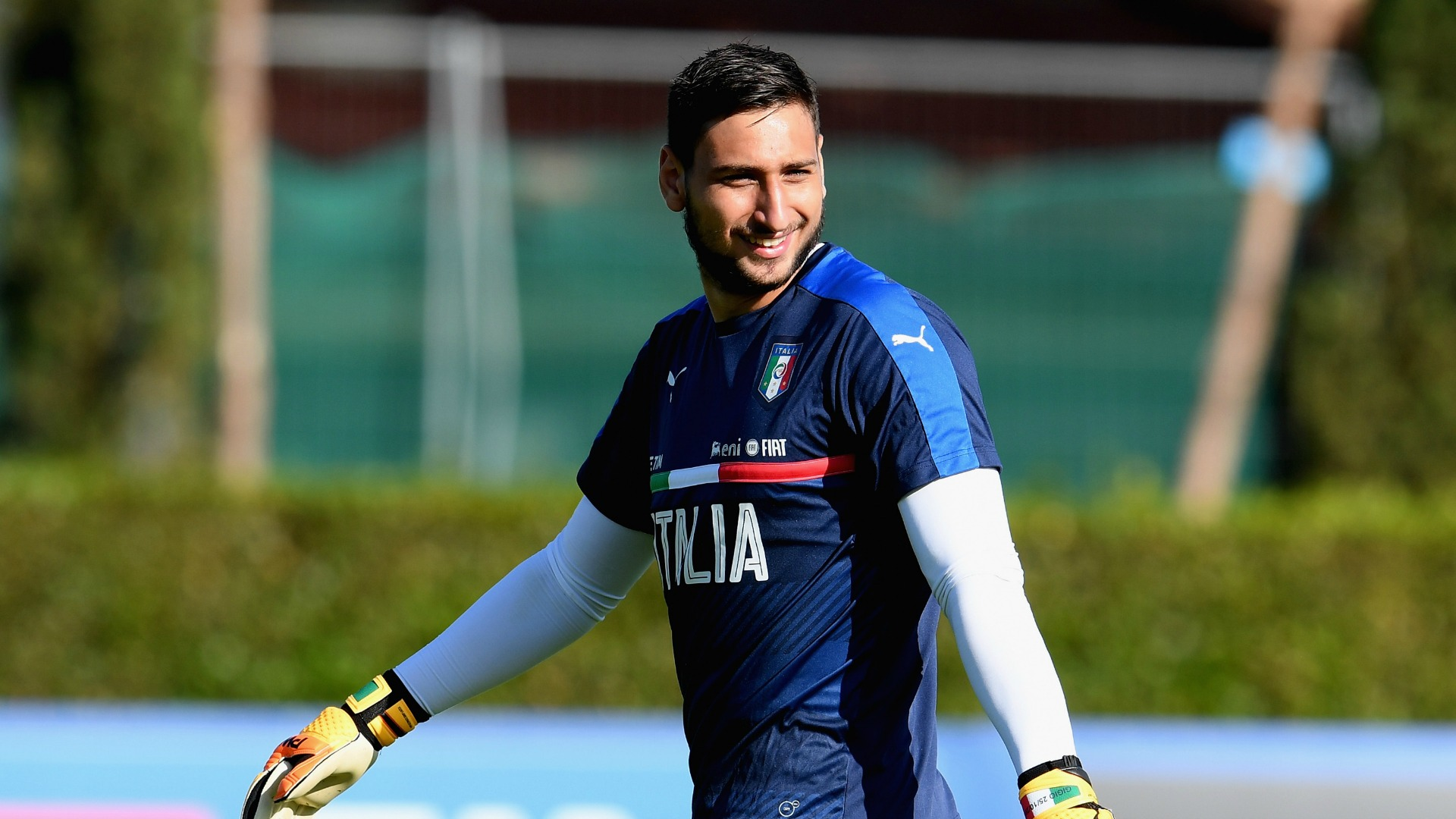 Italy Fans Shower Gianluigi Donnarumma In Fake Money After Rejecting Ac Milan Contract Goal Com