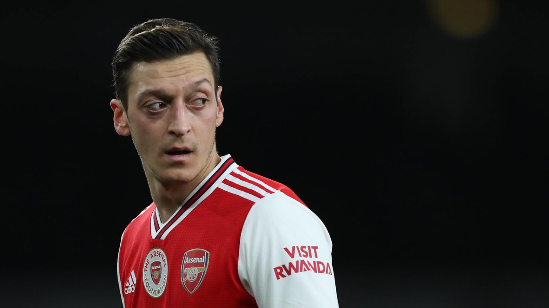 Özil réagit à sa mise à l'écart — Arsenal