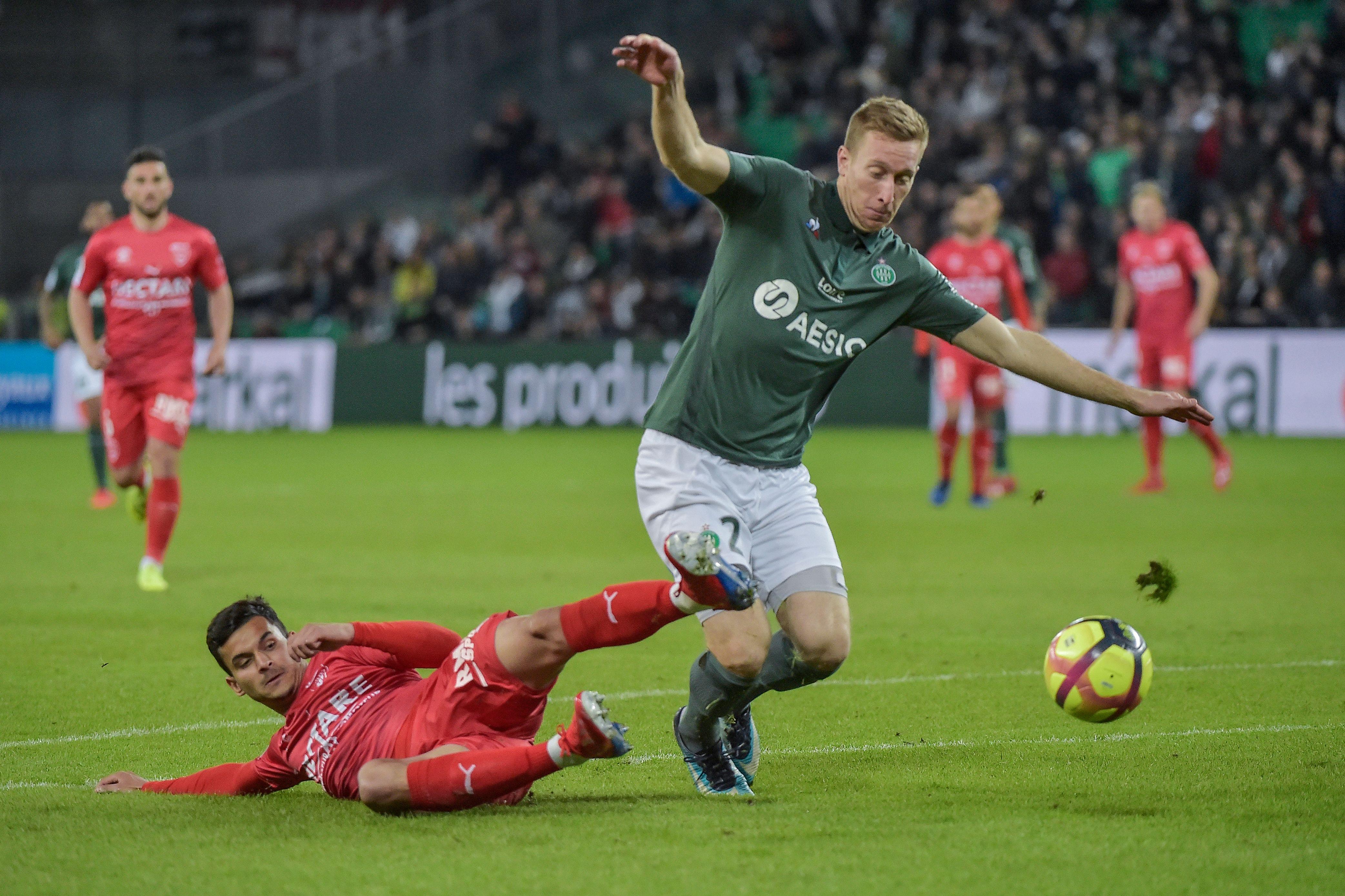 Saint-Etienne - Nimes 2-1 - Les Verts domptent Nîmes et dépassent l'OM |  Goal.com