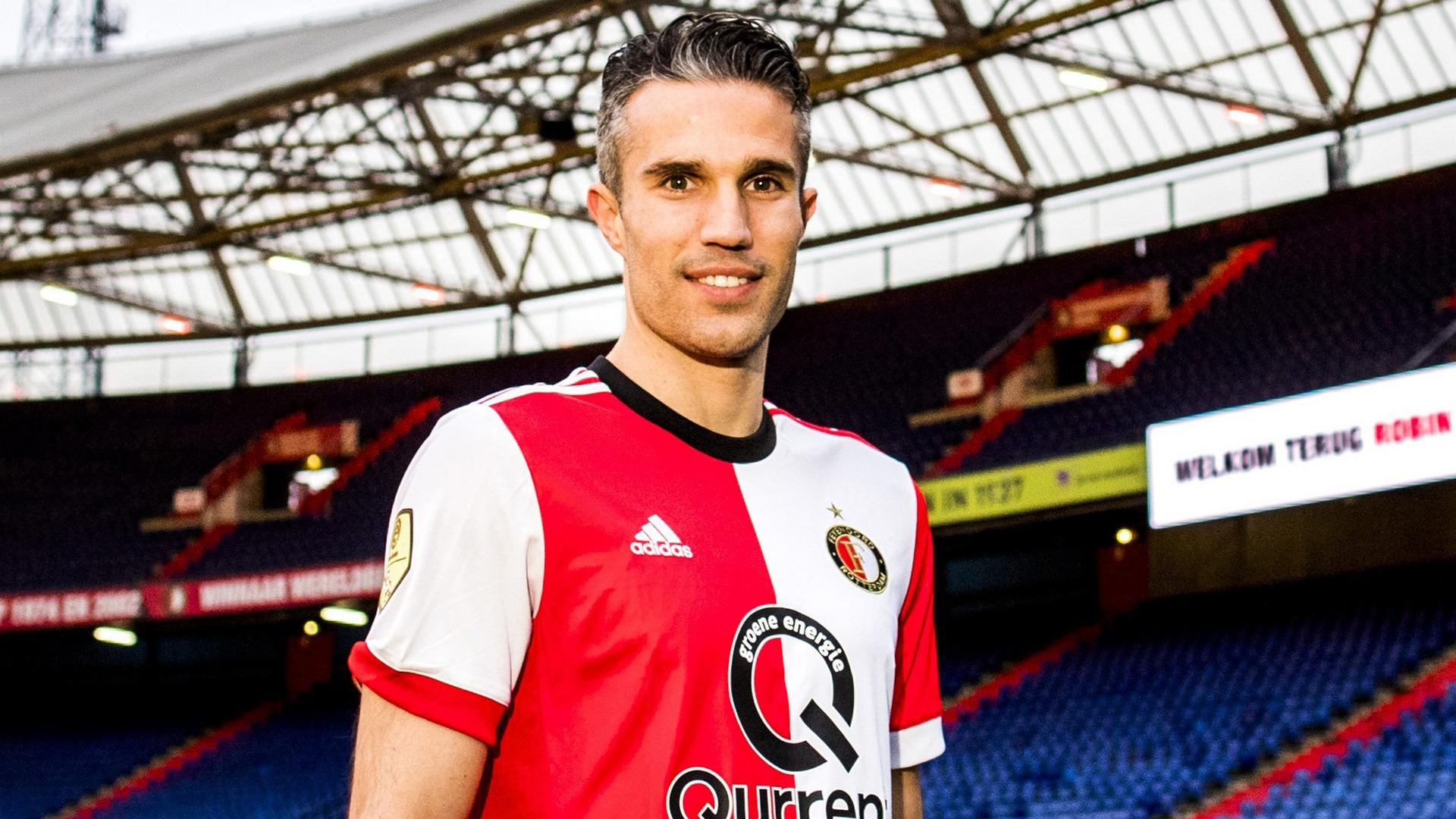 Kompany tried to get me to join Anderlecht - Van Persie