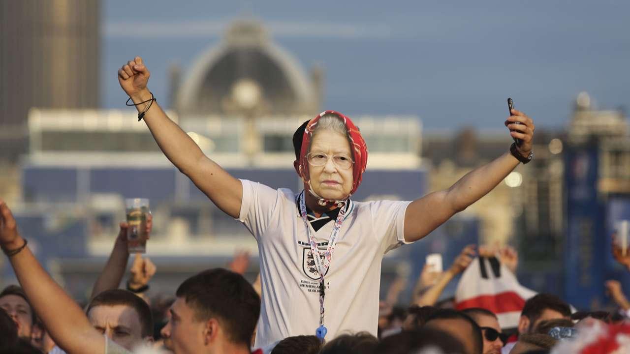 Queen mask England fan