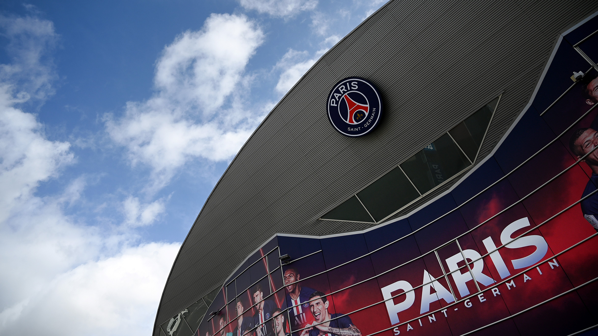 Why are there no fans at the PSG vs Dortmund Champions League match?