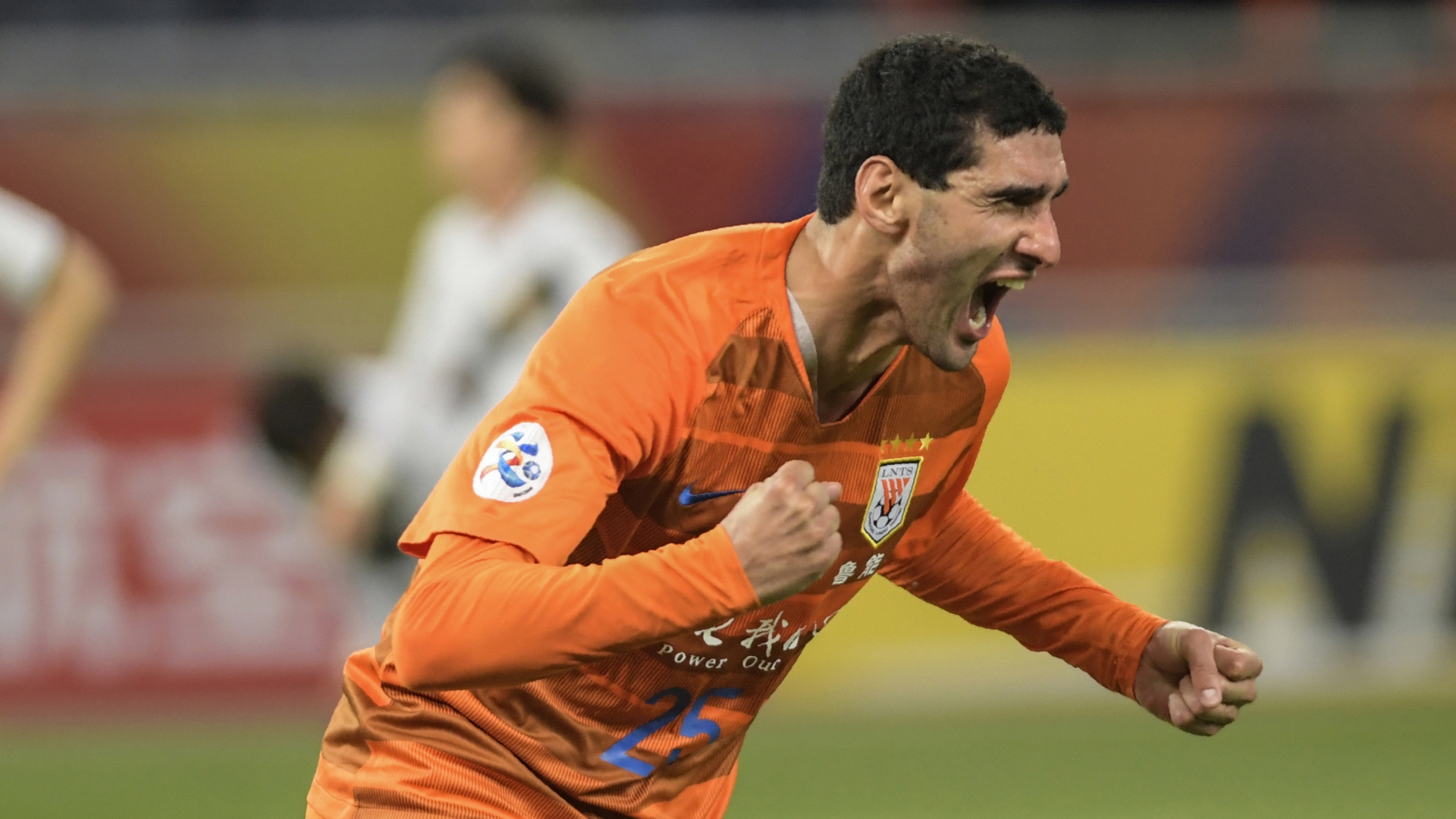 Former Man Utd midfielder Fellaini scores eight-minute hat-trick of headers to lead Shandong to victory