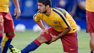 Luis Suarez Barcelona stretches
