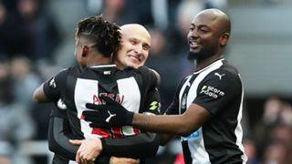 Newcastle celebrate Jonjo Shelvey goal vs Man City