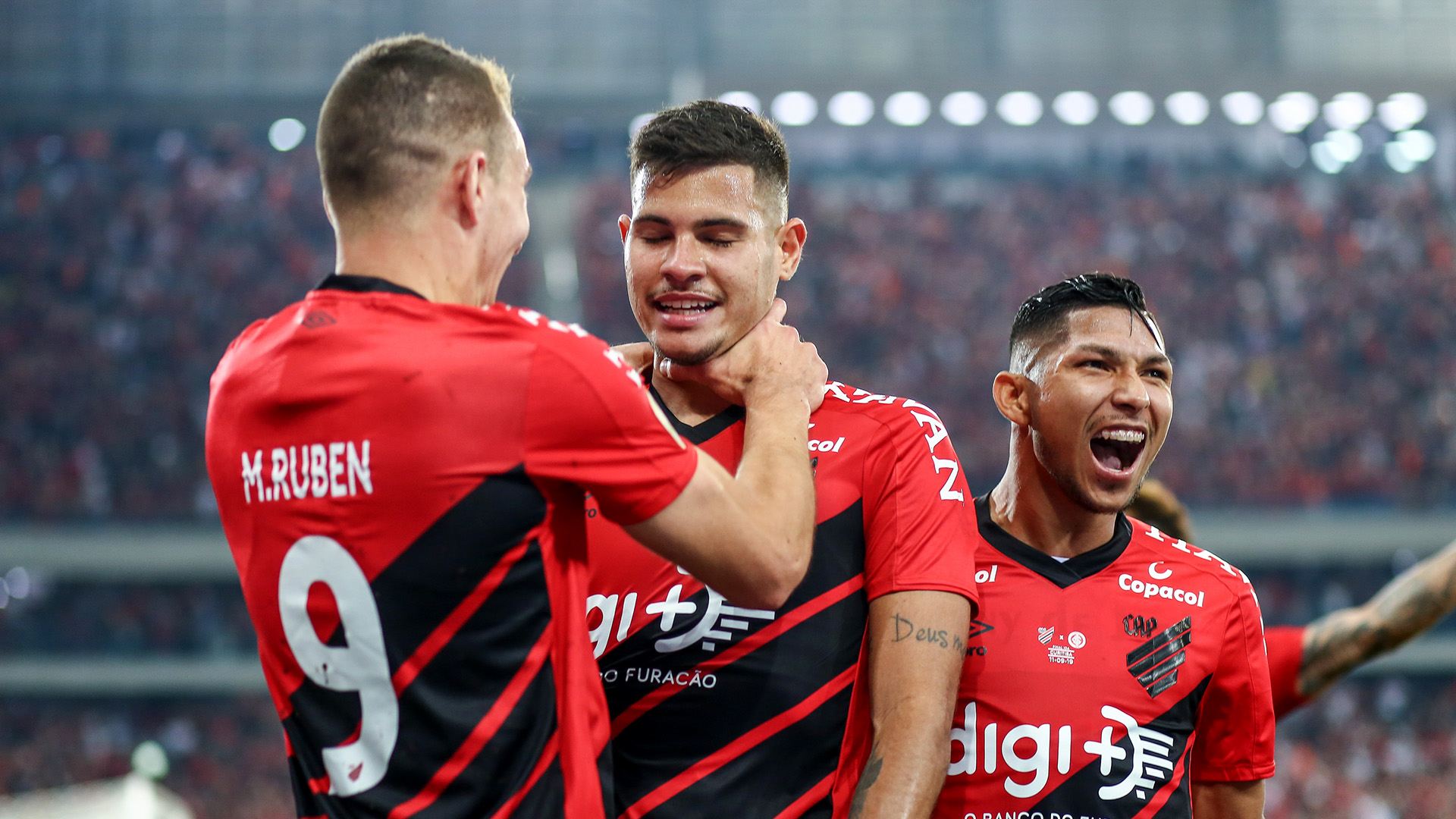 Benfica oficializa proposta por Bruno Guimarães, do Athletico-PR | Goal.com