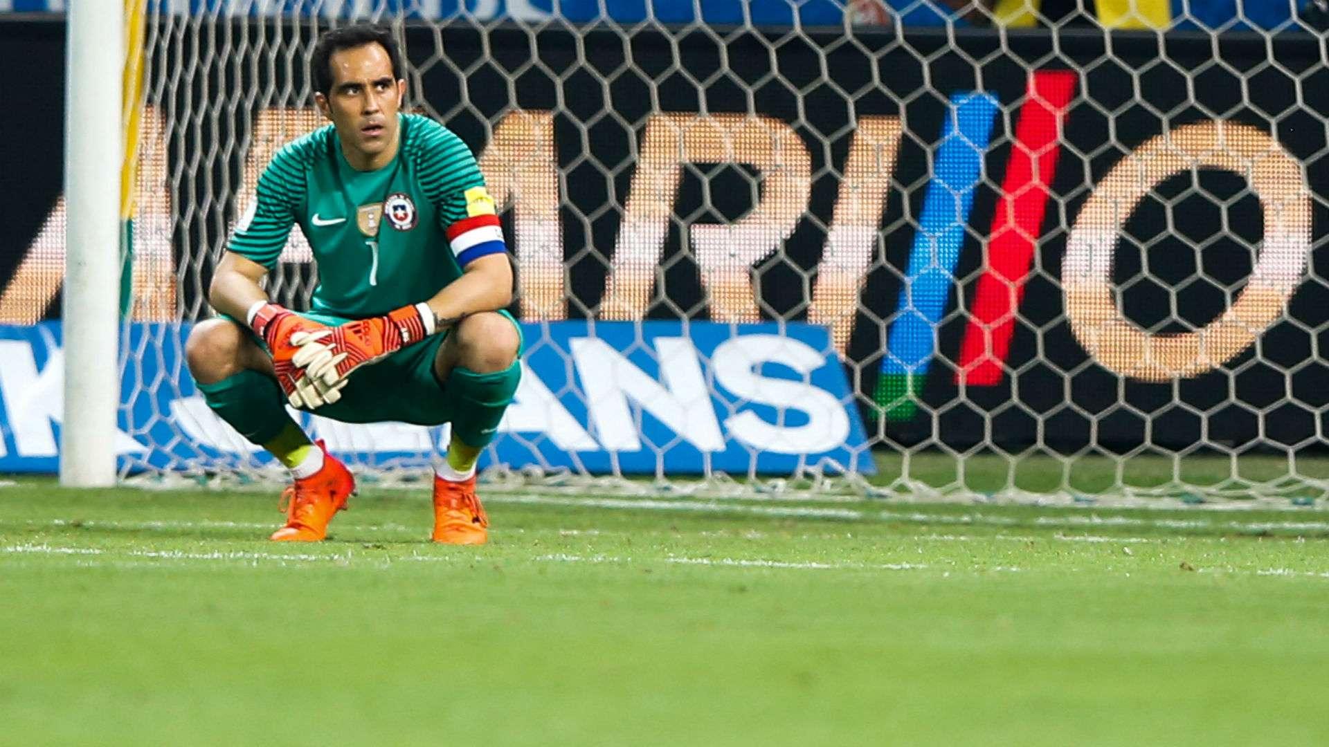 Por qué Claudio Bravo no juega la Copa América por Chile?   Goal.com
