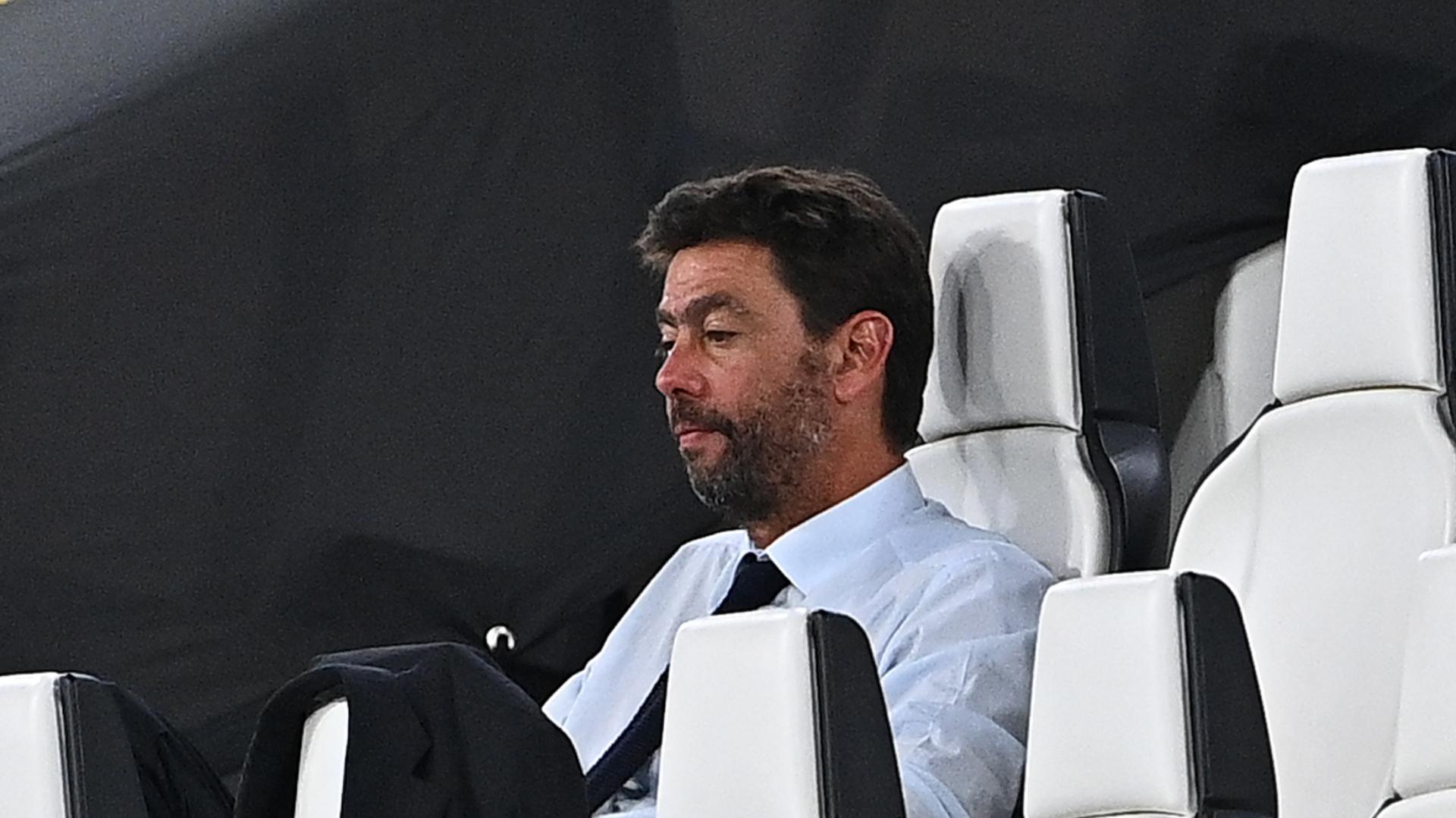 Calcio, la Juventus esonera Maurizio Sarri
