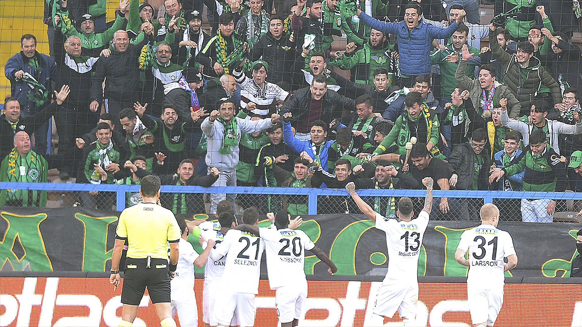 Akhisarspor goal celebration Karabukspor 02182018
