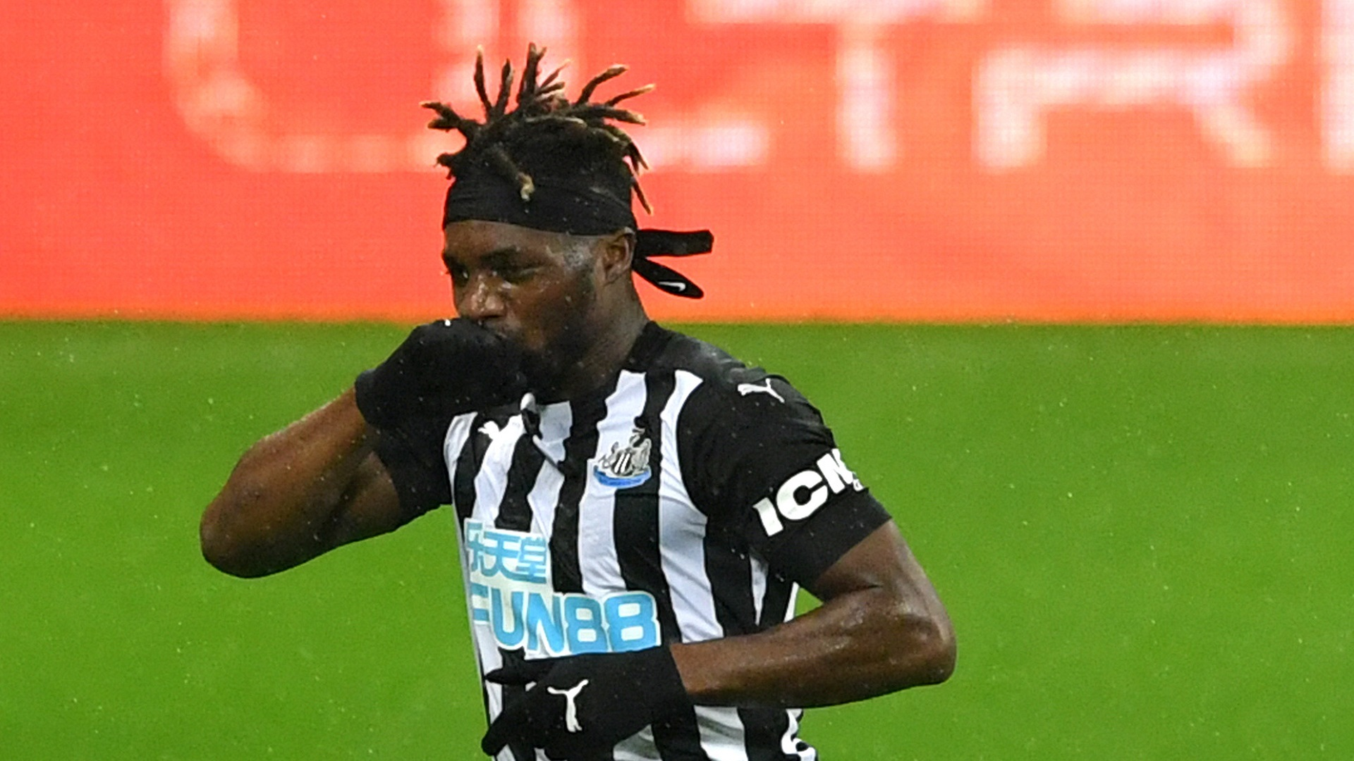 Saint-Maximin pens long-term Newcastle deal as French star signs up until 2026