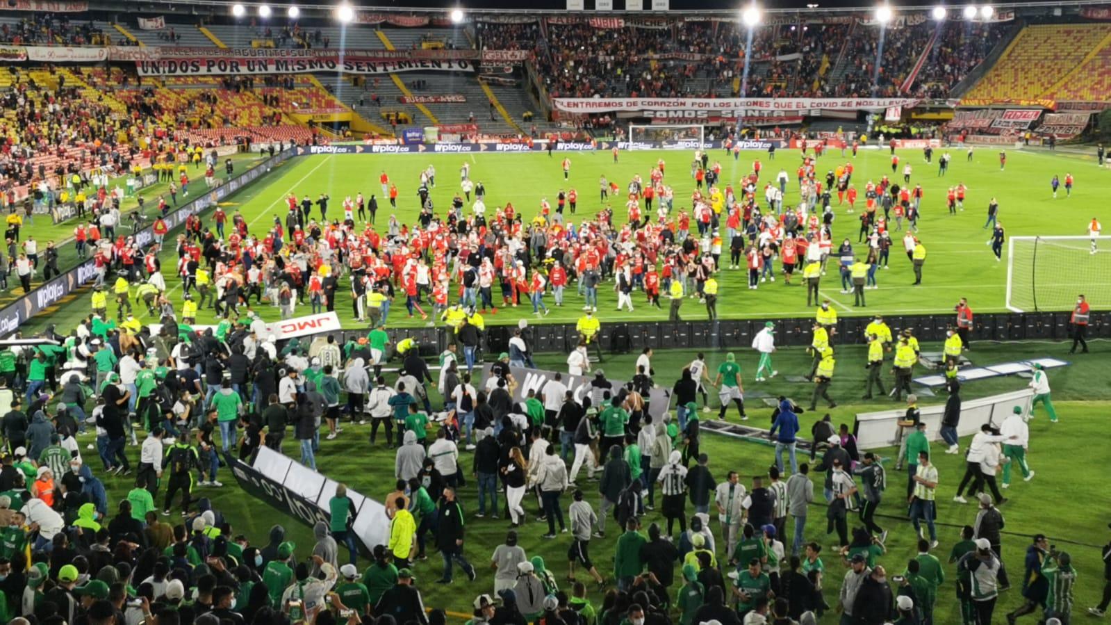 Seguidores de Santa Fe y Nacional protagonizan lamentable hecho en el  regreso de los hinchas al Campín | Goal.com