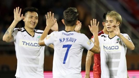 HÀI HƯỚC: Cầu thủ HAGL tái hiện màn tâng bóng 'thần thánh' của U21 Khánh Hòa | Goal.com