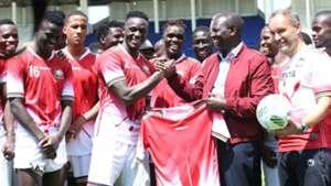 William Ruto with Kenya players Victor Wanyama.j