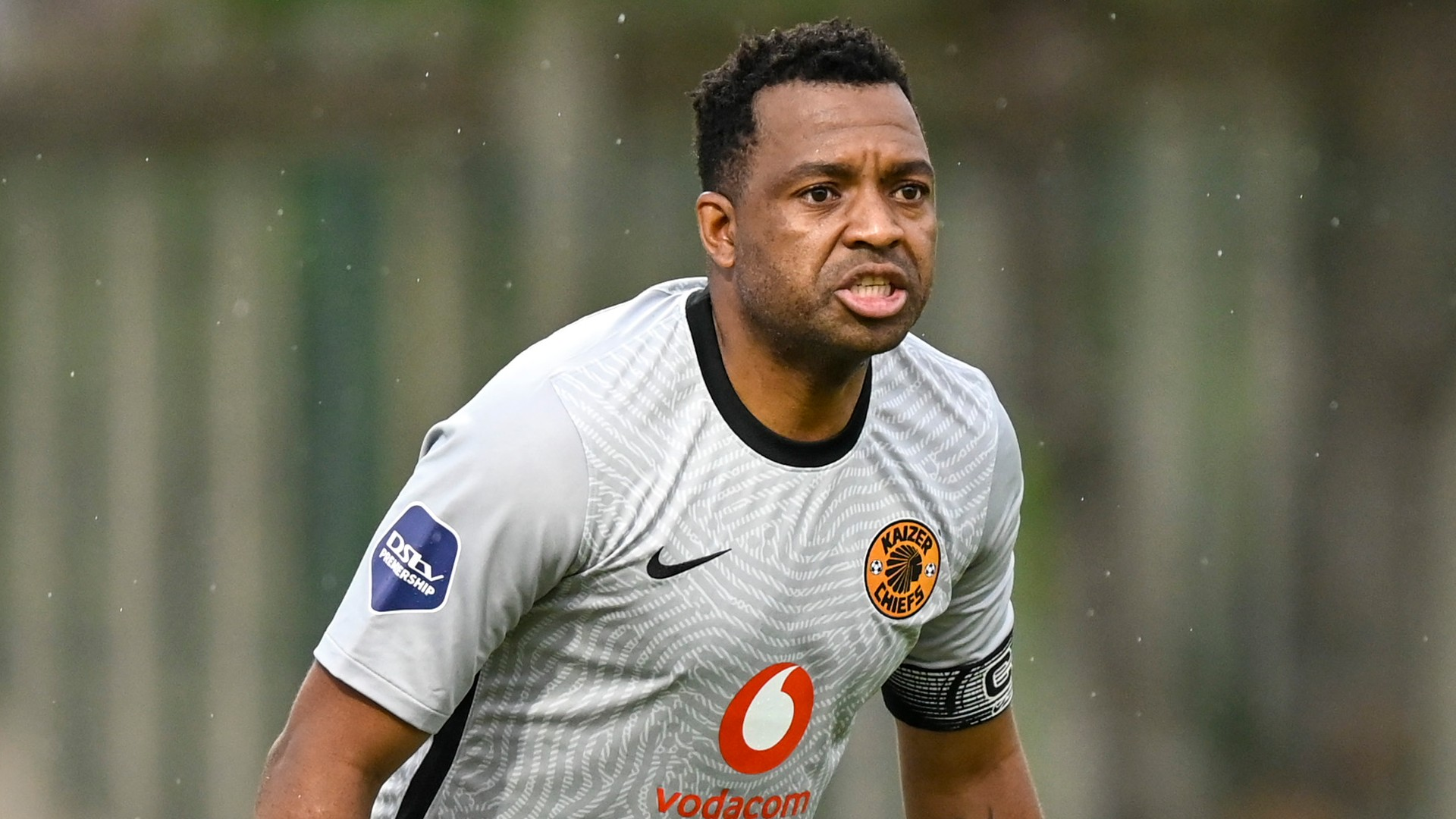 Kaizer Chiefs goalkeeper Khune slammed by fans on social media for asking for haircut advice