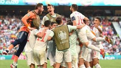 Spain celebrate vs Croatia Euro 2020