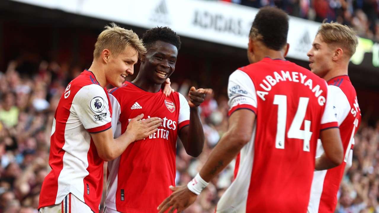 Bukayo Saka celebrates with Arsenal teammates
