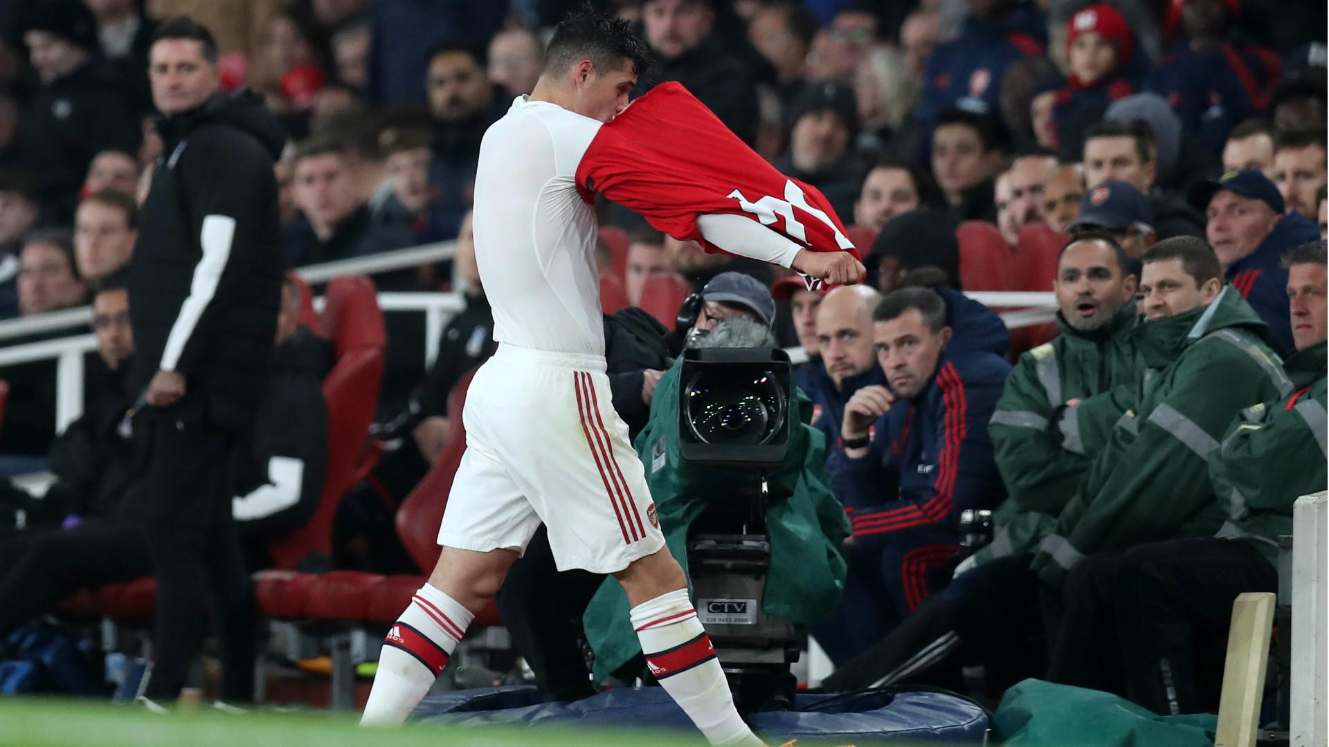 Un joueur d'Arsenal craque et insulte son propre public