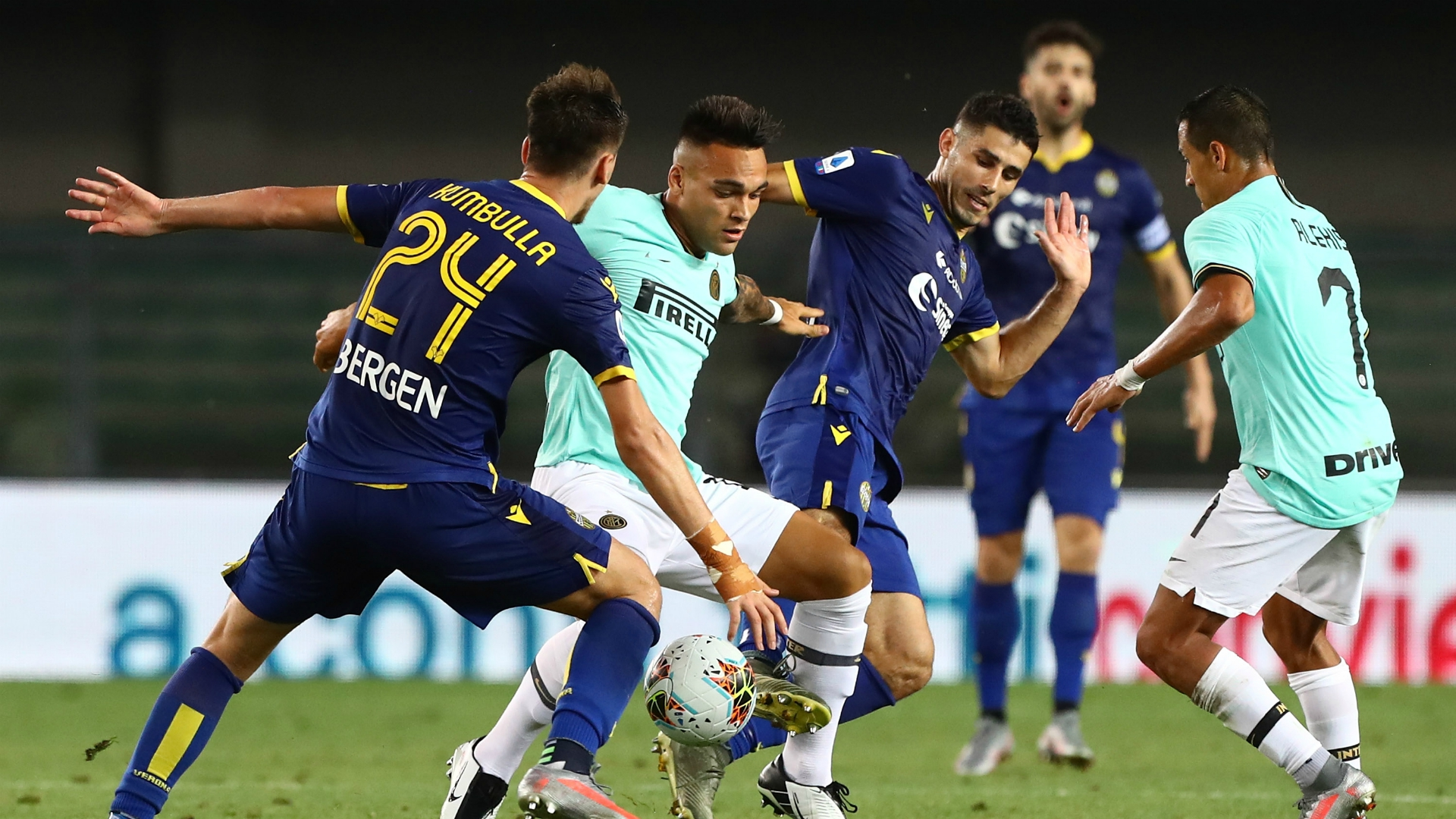 El Inter empata en Verona y se queda cuarto en Italia