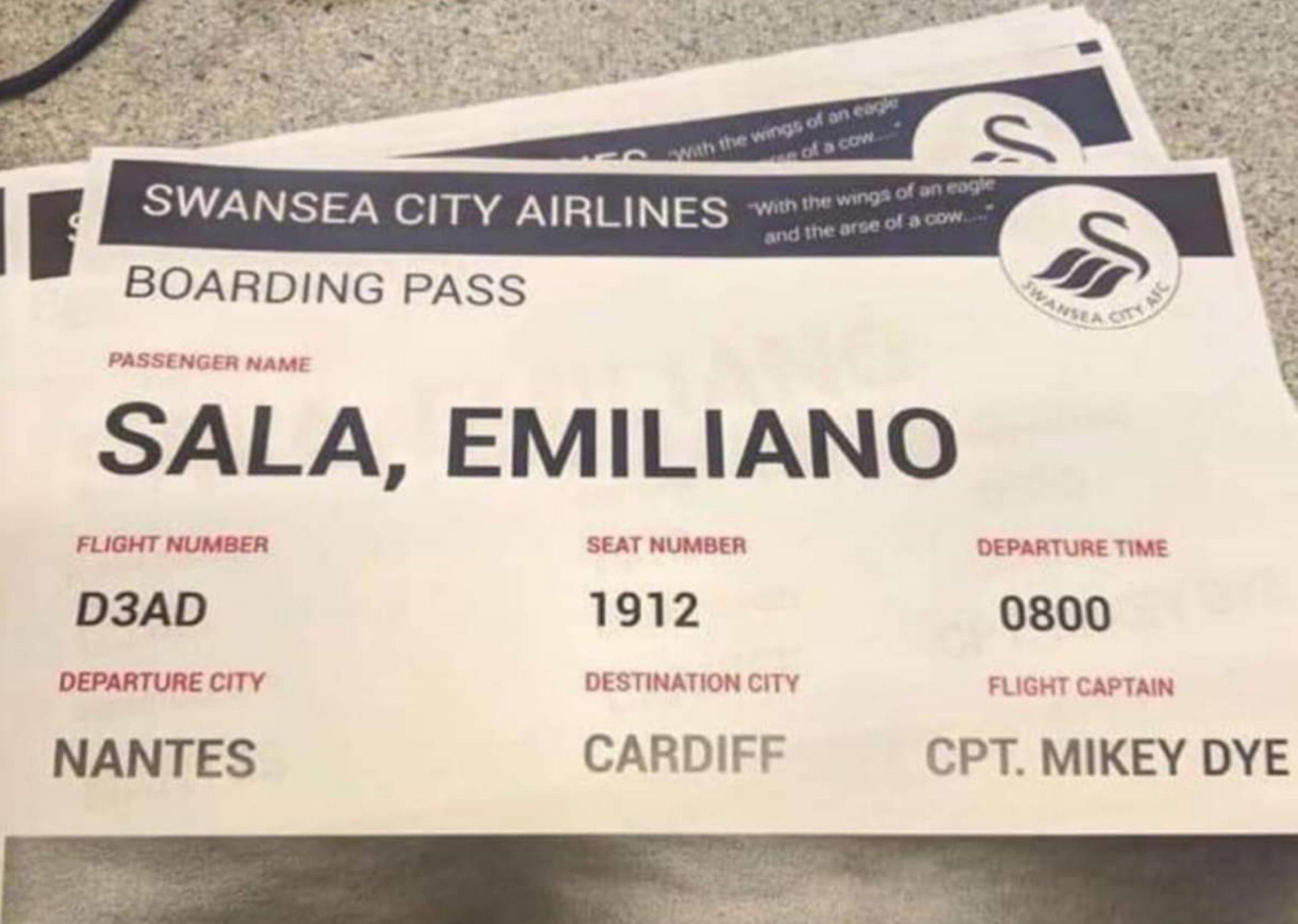 La blague odieuse des fans de Swansea : Une carte d'embarquement pour Sala