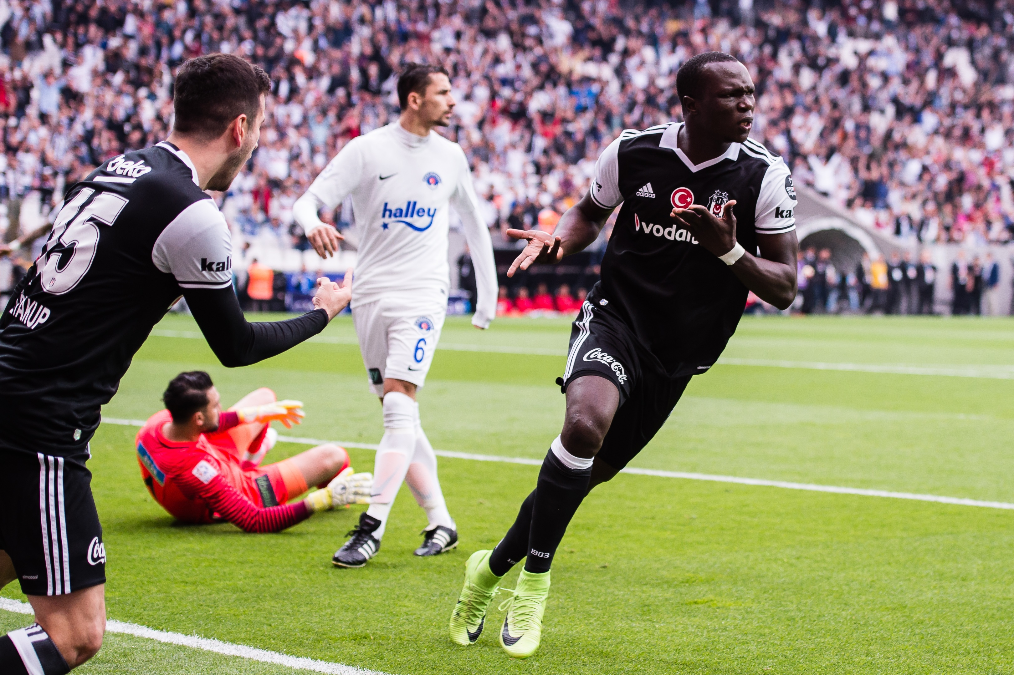 Aboubakar double takes Mensah's Besiktas past Fenerbahce