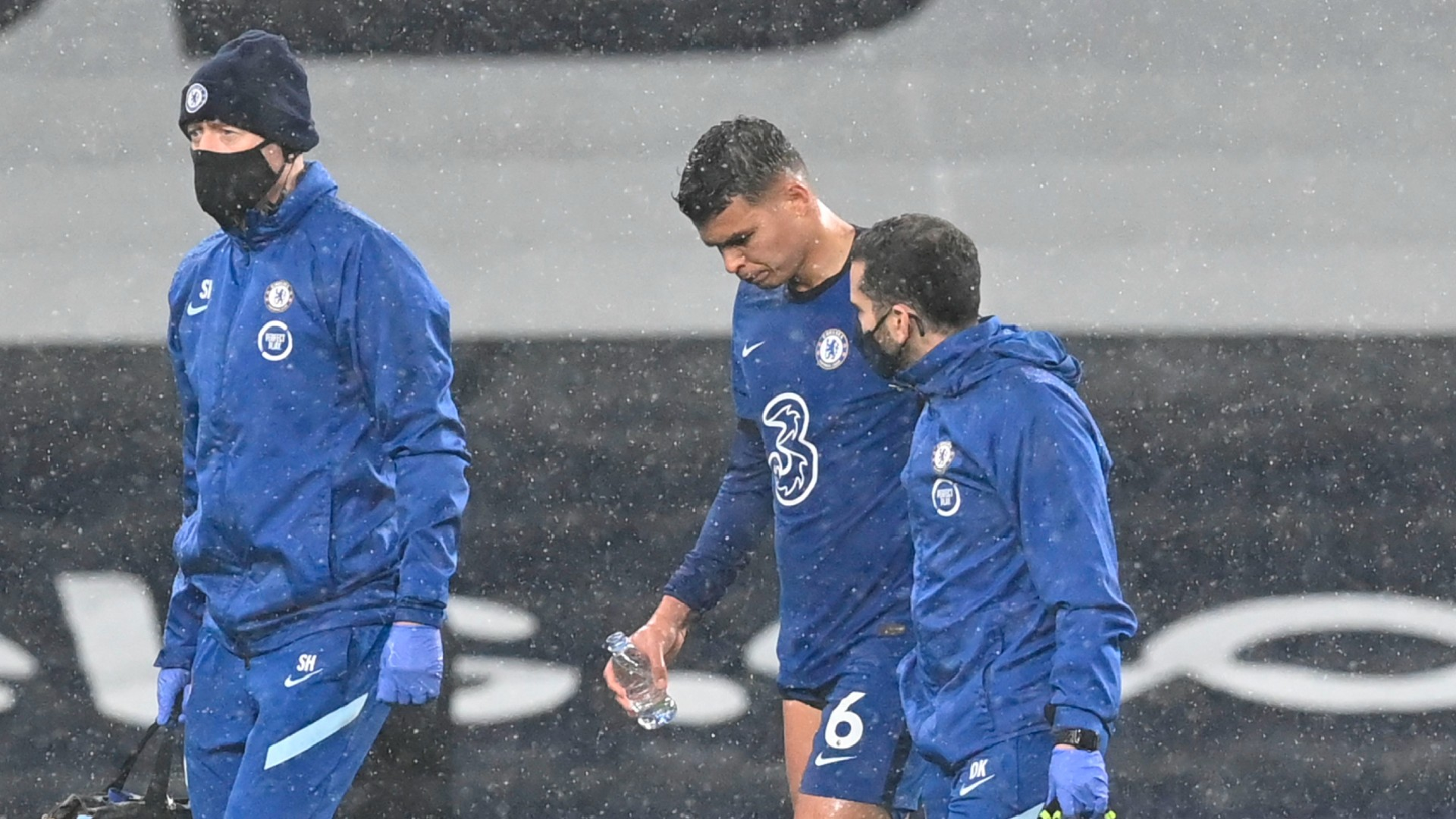 Thiago Silva limps off with injury in first half of Chelsea's clash with Tottenham