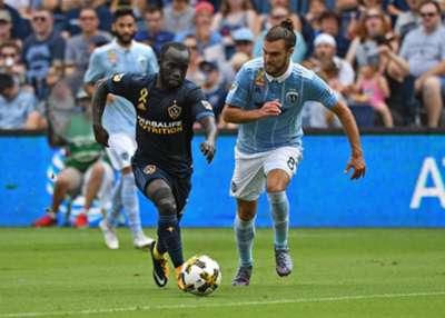 Ema Boateng Graham Zusi MLS 09242018