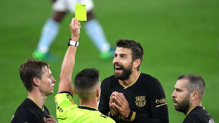 Gerard Pique Barcelona yellow card 2020-21
