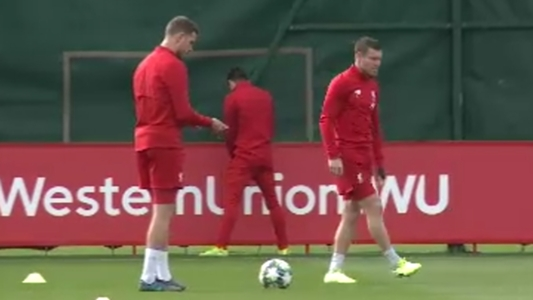 VIDEO - Adam Lallana hat Druck! Liverpool-Profi pinkelt während des Trainings