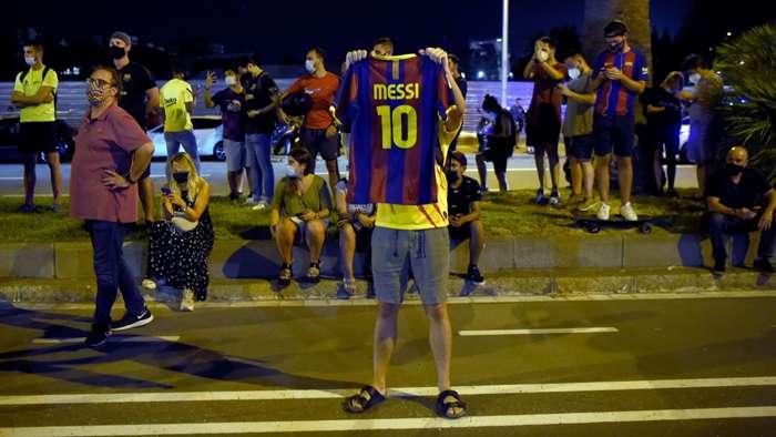 Camp Nou Messi protest