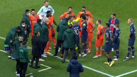 VIDEO: PSG e Istanbul abandonan la cancha por supuesto insulto racista del cuarto árbitro   Goal.com