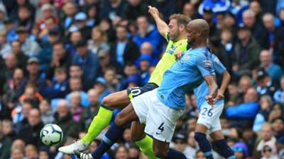 Vincent Kompany Laurent Depoitre Man City Huddersfield 19082018