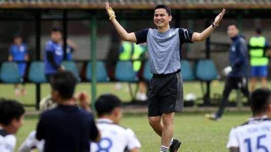 (V.League) Cựu HLV Thái Lan: 'Kiatisuk đủ khả năng nâng tầm HAGL'