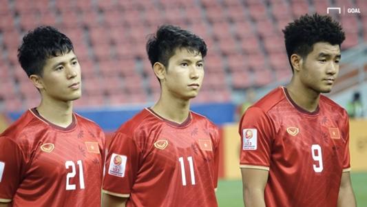 Đình Trọng nhận thẻ đỏ, bị treo giò ở vòng loại World Cup 2022 | Goal.com