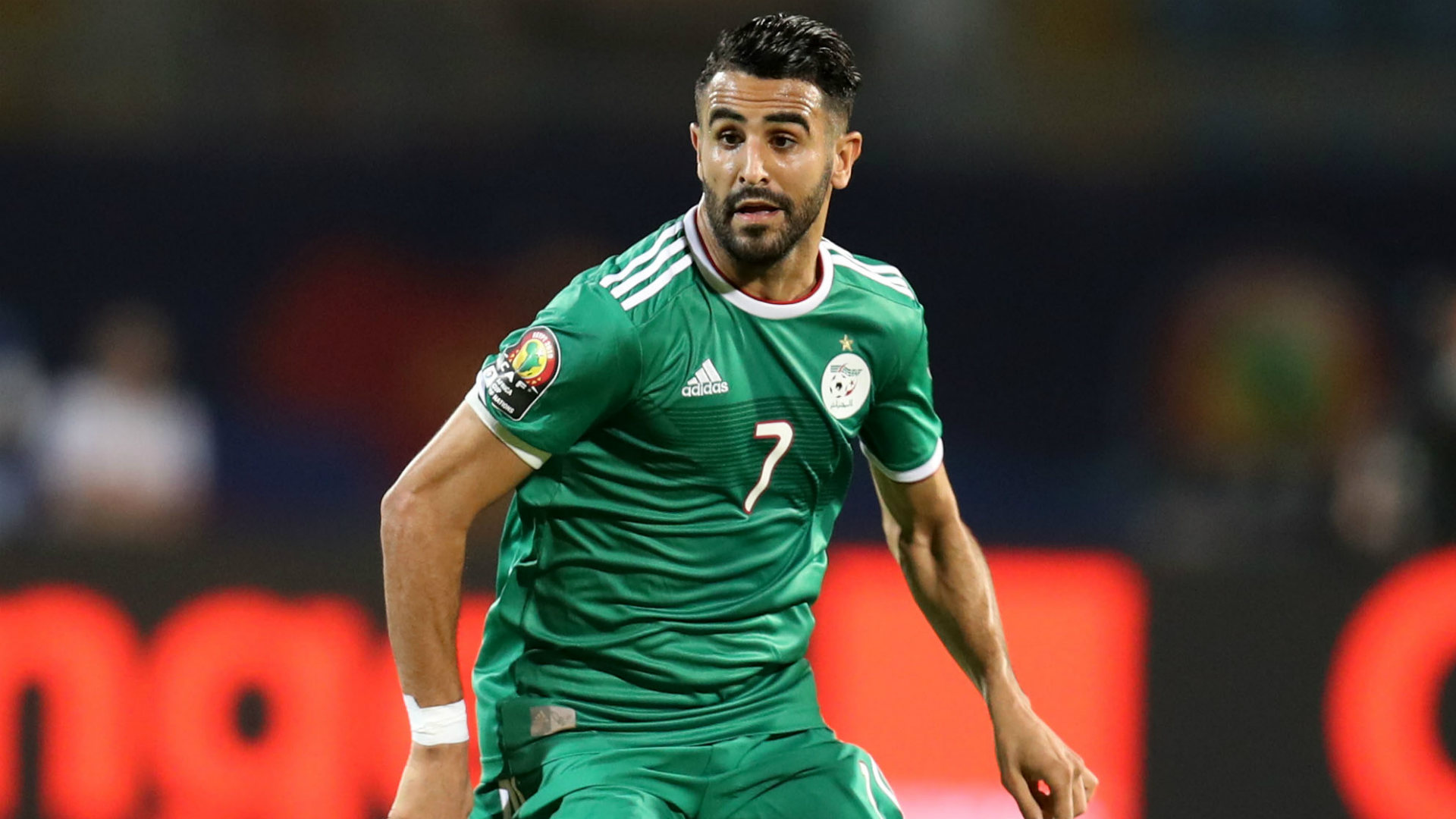 Ten-man Algeria denied at the death by Mexico