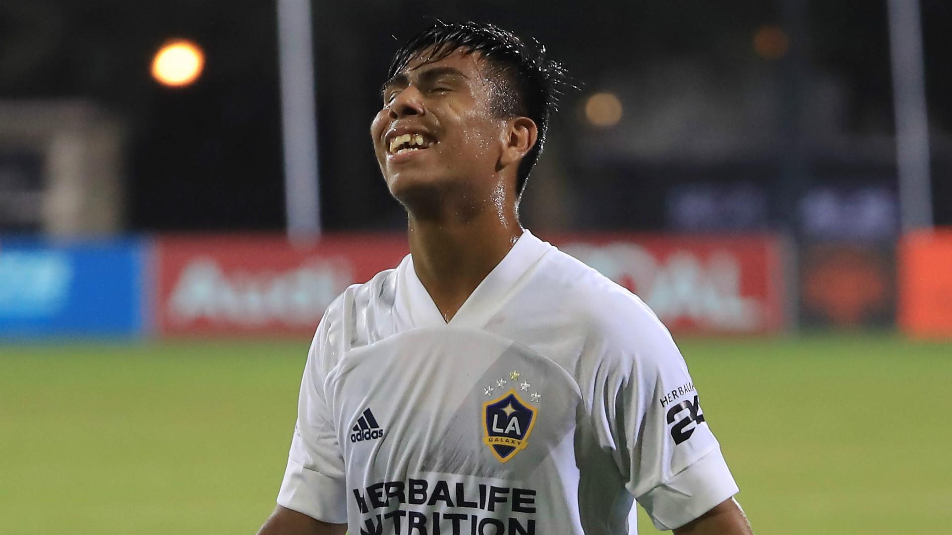 LA Galaxy sign Mexico star Alvarez to two-year contract extension