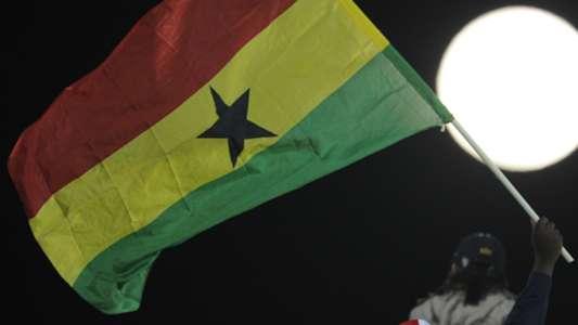 (TIN BUỒN) Xe bus đội bóng lao xuống sông, 6 cầu thủ trẻ Ghana thiệt mạng