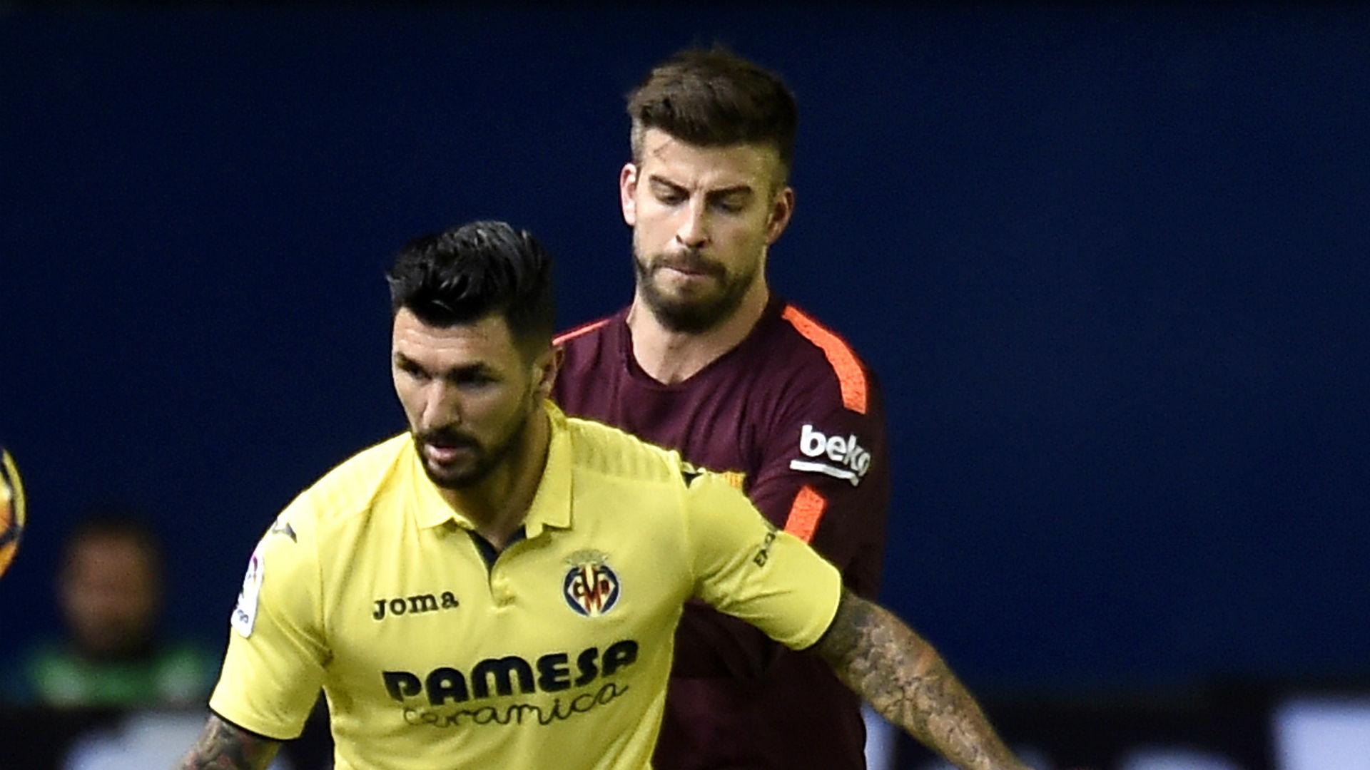 Roberto Soriano Gerard Pique Villarreal Barcelona