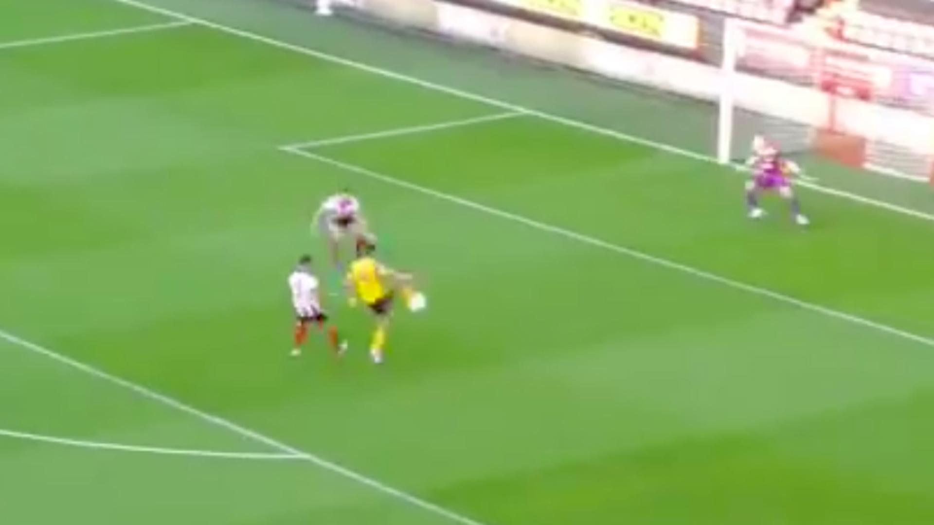 Raúl Jiménez marca golazo en su regreso a la Premier League