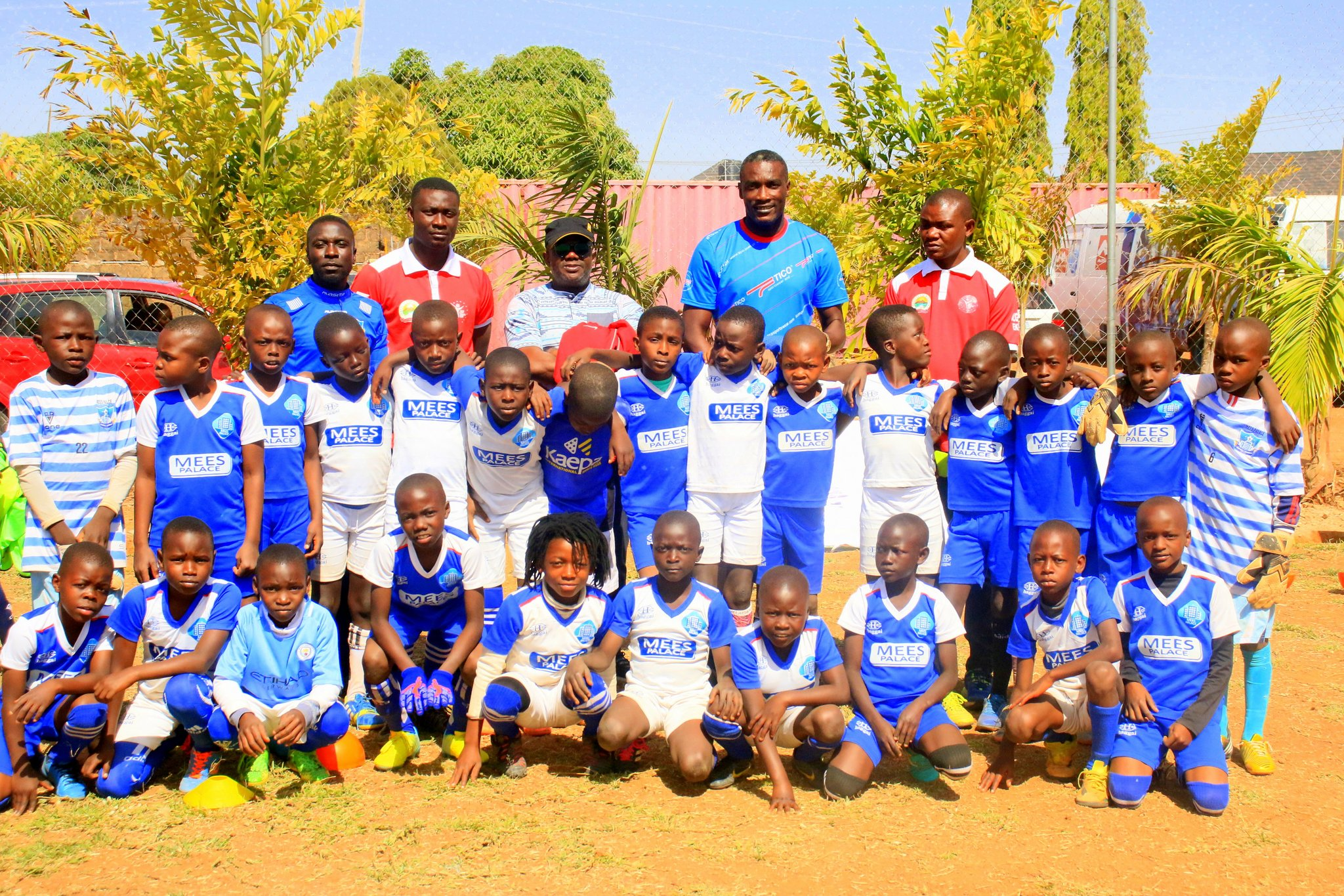 Former Nigeria striker Agali visits Mees Palace Football Academy training