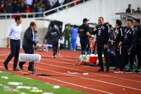 HLV Nishino tuyên bố sẽ tìm ra những trợ lý đã khiêu khích thầy Park | Goal.com