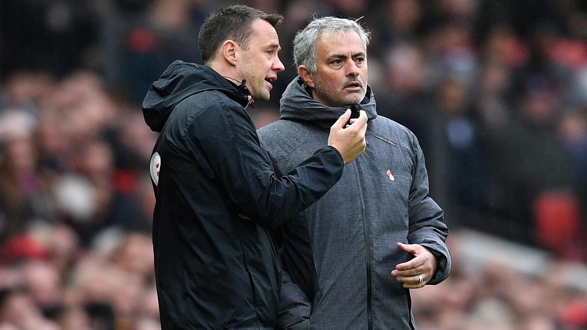 Stuart Attwell Jose Mourinho