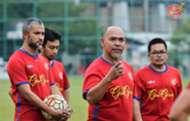 Kelantan head coach Zahasmi Ismail (second from right) 13/1/2017