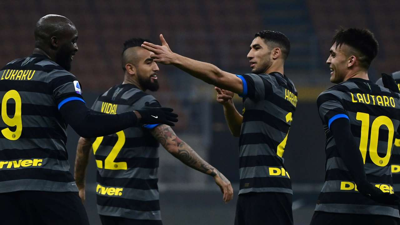 Romelu Lukaku Arturo Vidal Achraf Hakimi Lautaro Martinez FC Inter Benevento Serie A 2020-21 30012021