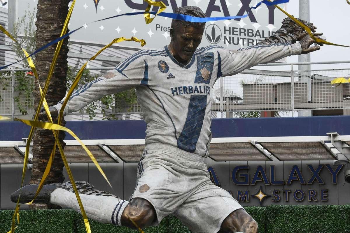 La Galaxy Unveil David Beckham Statue Ahead Of 2019 Season Opener Goal Com