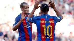 Ronaldinho Rivaldo Barcelona Manchester United legends 30062017