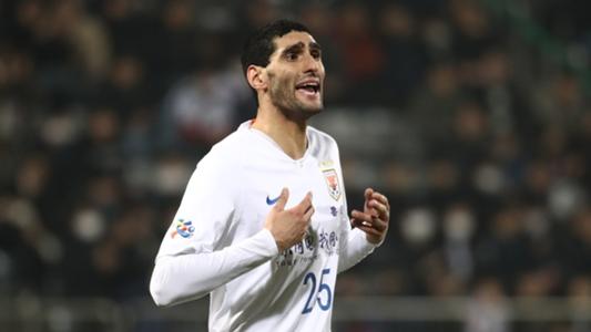 Cựu tiền vệ MU - Fellaini được xác định dương tính với COVID-19 | Goal.com