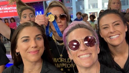 Seleção feminina dos EUA chega a Nova York para festejar título da Copa do Mundo