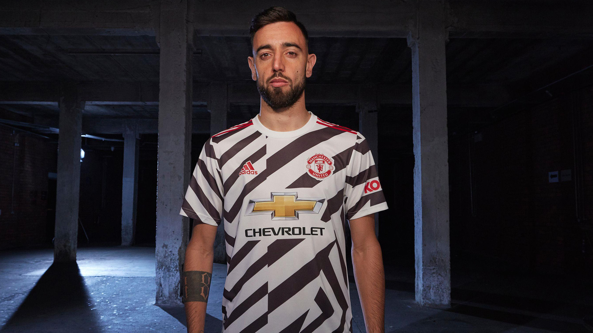Bruno Fernandes Wins Manchester United 2019 20 Player Of The Year Award After Arriving In January Goal Com