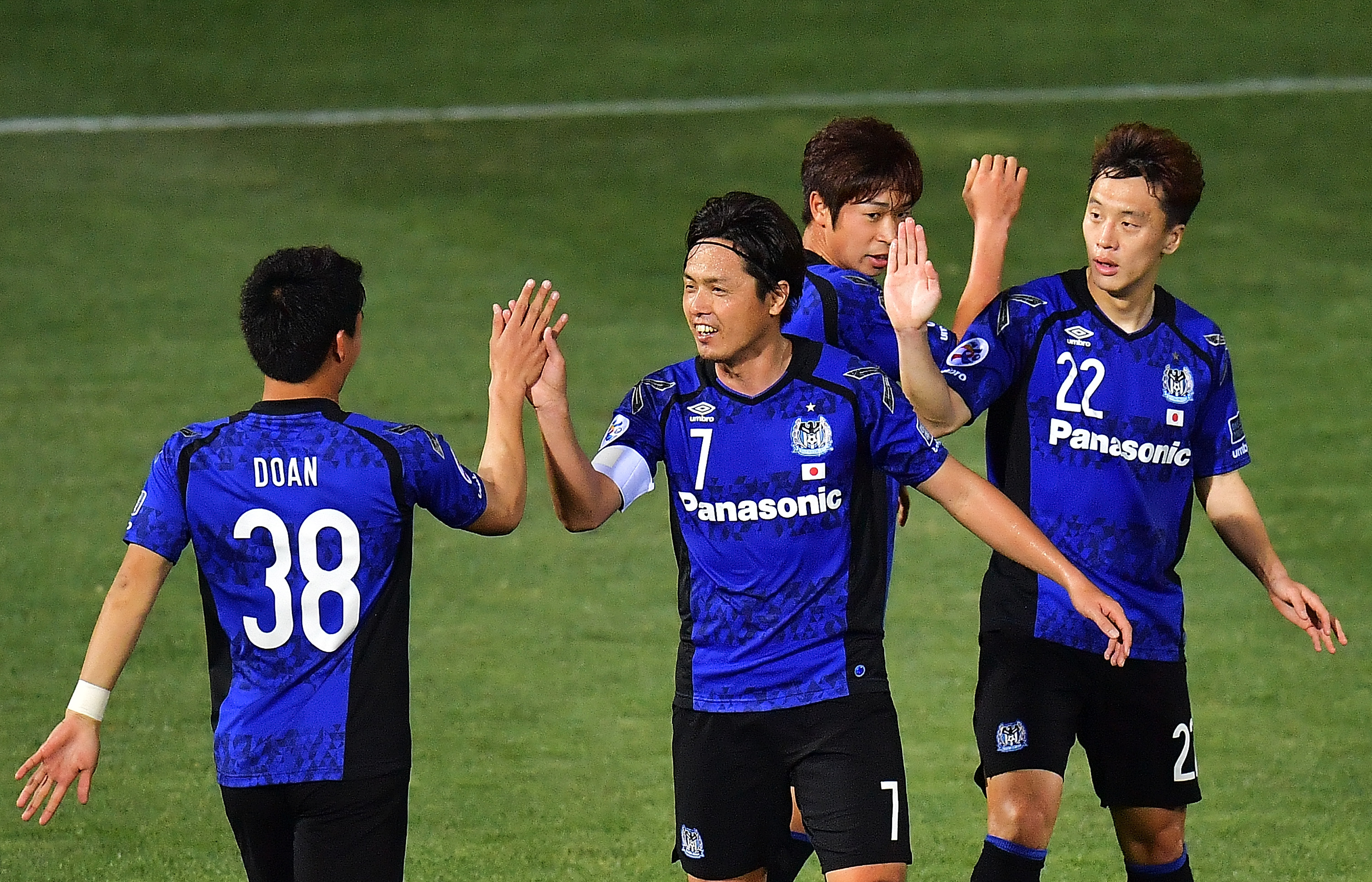 Afc Champions League 2017 Roundup Gamba Osaka And Guangzhou Evergrande Register Resounding Wins Goal Com