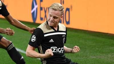 Donny van de Beek Ajax 2018-19